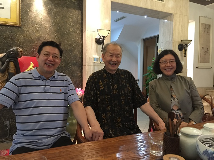On July 20, 2016, Dr. Decheng Chen was being with Professor Enguang Geng and his disciples.